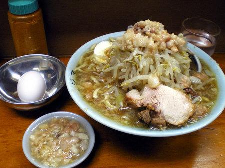 板橋富士麺半分ニンニクアブラカラメ生卵サービスブタ091407